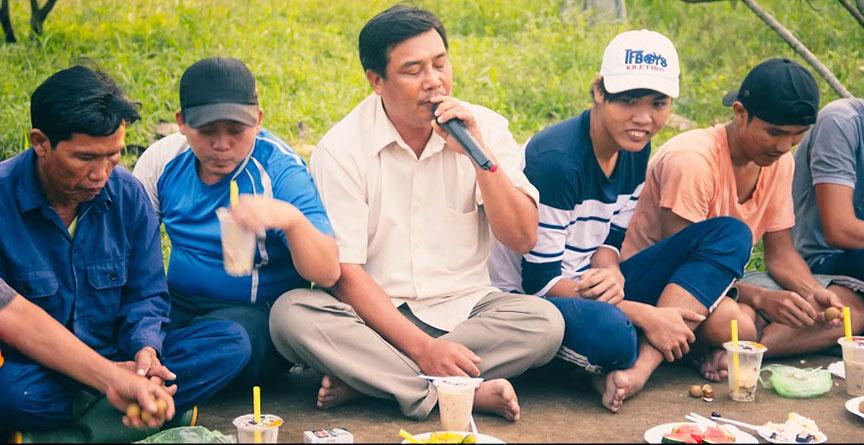 workers-singing